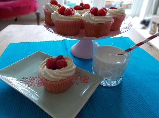 Rasperry and cream cupcakes